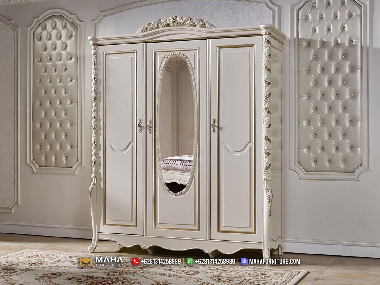 Lemari Pakaian Mewah Ukiran Klasik 3 Pintu Best Quality Furniture MF329